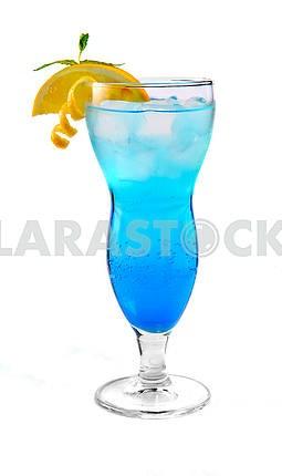 Синий коктейль со льдом и оранжевый