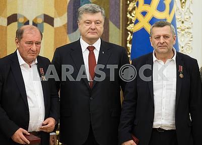 Ильми Умеров,  Петр Порошенко и Ахтем Чигойз