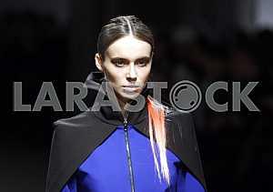 Портрет модели во время демонстрации коллекции украинского дизайнера Екатерины Садовской
