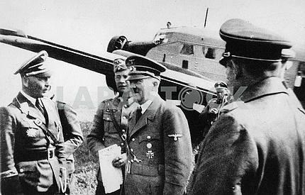 Адольф Гитлер и немецкое командование