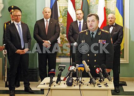 Пресс-конференция министров обороны Украины,Литвы, Латвии, Эстонии и Польши.