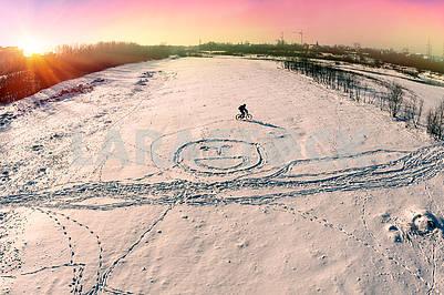 Шаблоны на снежном велосипеде