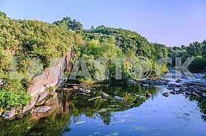 Рось – правый приток Днепра, одна из живописных малых рек Киевской области. Река местами бурная и стремительная, пробившая себе русло между гранитных плит, которые выходят на поверхность земли огромными валунами