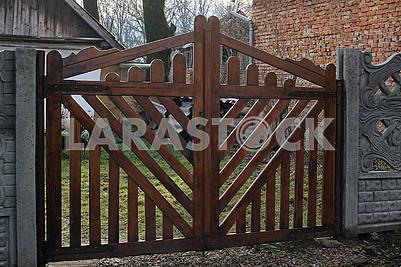 Новые деревянные ворота