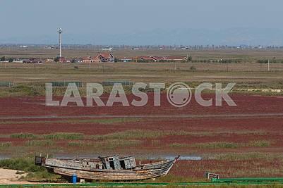 Деревянный корабль и Красный пляж