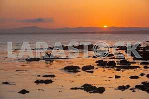 Красивый вид на залив Монтерея на закате
