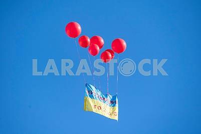 Флаг Украины в воздухе