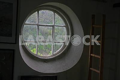 Решітчате кругле вікно