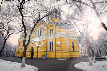 Владимирский зимой храм