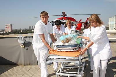 Транспортировка пациентки вертолетом ГСЧС