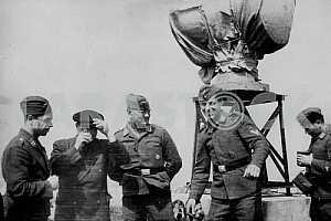 Немцы у зенитной башни. Вторая мировая война