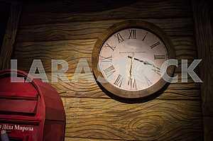 Часы, которые отсчитывают время к новому году.