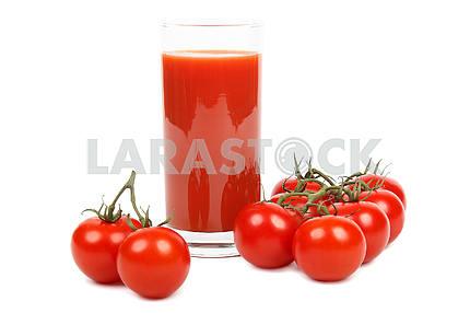 Томатный сок и помидоры.