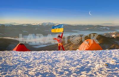 Флаг Украины против Черногории Говерла