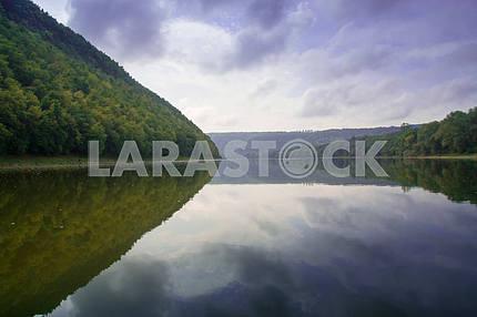 Река Днестр. Красивый зеленый каньон. Грозовые облака