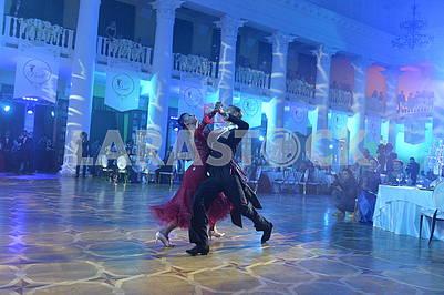 Танцоры на балу