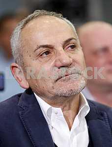 Савик Шустер