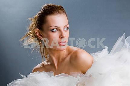 Портрет свежей и красивой молодой модели моды