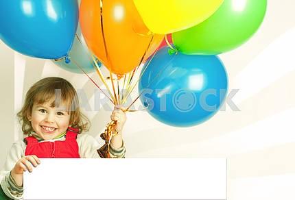 Маленькая девочка в красном с воздушными шарами