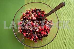 Винегрет - популярный в Украине салат из свеклы и овощей.