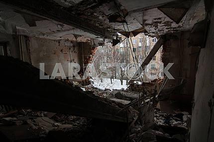 Разрушенная квартира в Авдеевке