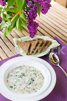 Холодный суп с хлебом