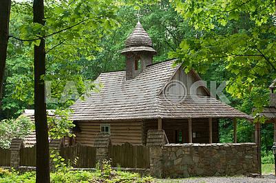 Старая деревянная украинская церковь