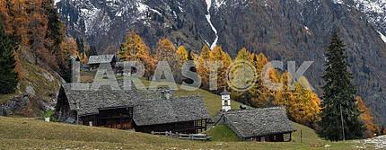Альпийский панорама с маленькой деревне