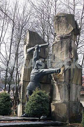 Советский военный монумент партизанам