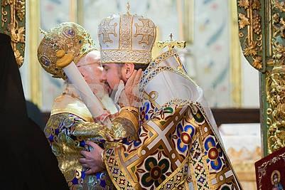 Варфоломей целует Епифания