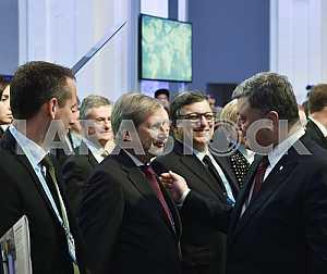 Петр Порошенко, Йоханнес Хан и Жозе Мануэль Баррозу