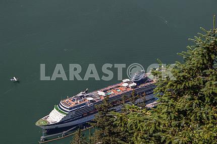 Круизный корабль в порту. Джуно, Аляска