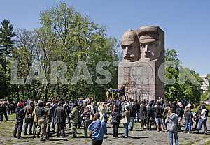 Националисты попытались разрушить  памятник чекистам в Киеве
