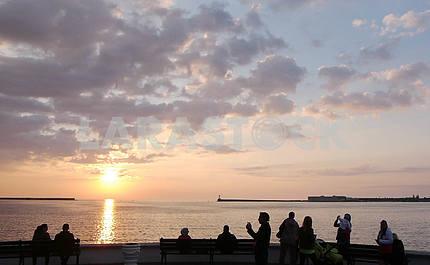 Закат над морем, Набережноя Корнилова в Севастополе.