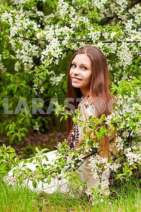 Красивая весна Девушка с цветами