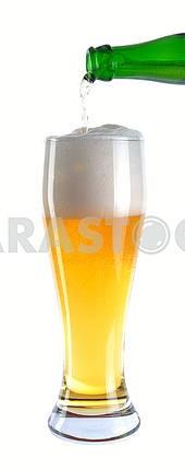 Разлива пива в стеклянные