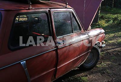 Старый советский красный ретро-автомобиль