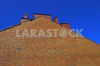 Висока шорсткувата цегляна стіна