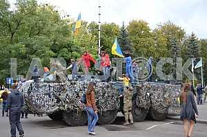 Дети на БТРе в Краматорске