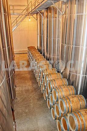 Винный завод, бочки