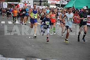 Бегуны на дистанции «Днипро эко марафона»