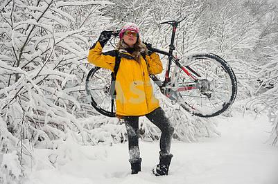 Прогулка по снегу на велосипеде