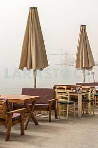 Пустое кафе на побережье Эйлата
