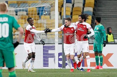 Игроки Арсенала радуются голу
