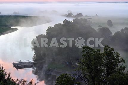 Река Десна в тумане.