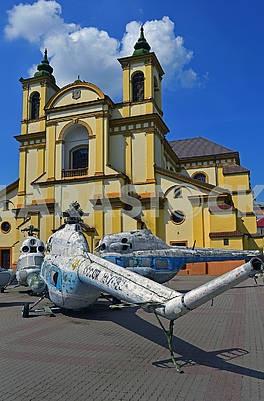 Старі радянські вертольоти Мі-2