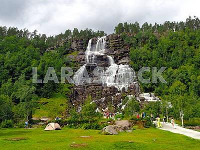 Ступенчатый водопад Твиндефоссен