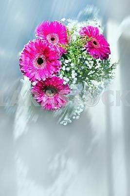 Красивый букет с розовыми герберами