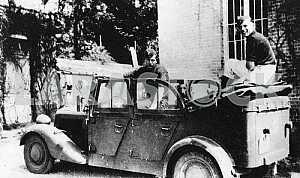 Немцы в автомобиле Мерседес-Бенц. Вторая мировая война