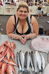 """Женщина торгует рыбой на рынке """"Привоз"""" 5 июля 2012 года"""